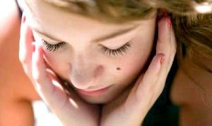 Фото - Фото обличчя дівчини з родимкою на щоці