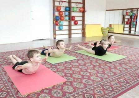 Фото - вилікувати сколіоз можна за допомогою спеціальної гімнастики