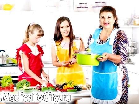 Фото - Сім'я на кухні