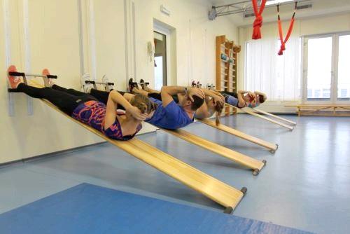Фото - гімнастика для хребта при сколіозі на тренажері Євмінова