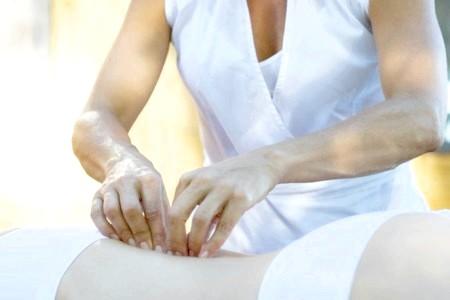 Фото - масаж при остеохондрозі поперекового відділу