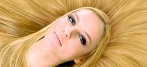 Фото - Зображення дівчини блондинки до статті про папіломавірусу людини