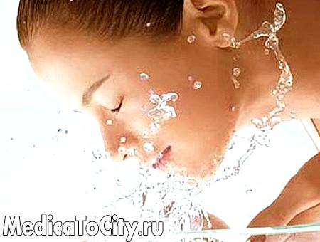 Фото - Марганцівка допомагає від прищів більш ефективно, якщо шкіру попередньо очистити