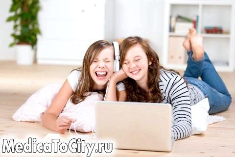 Фото - Дві дівчини