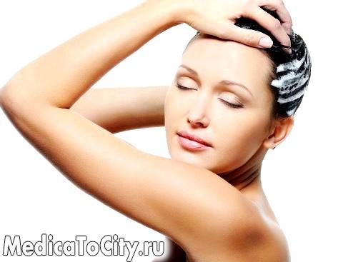 Фото - Дівчина миє голову