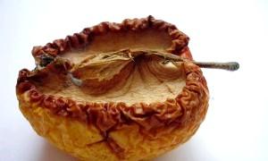 Фото - Фото яблука яке використовується в процесі змови бородавки