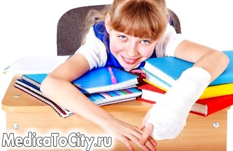 Фото - Дівчинка з переломом руки
